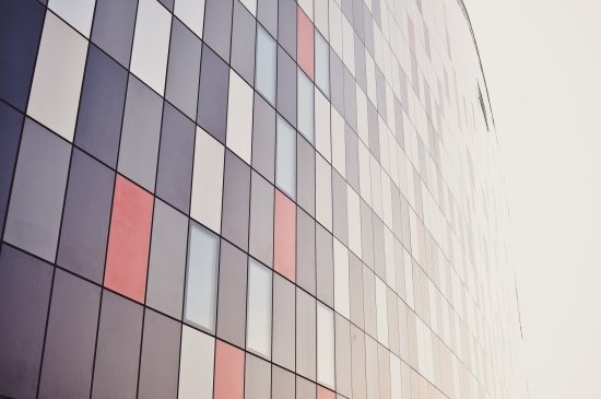 Curtain Walling VS Cladding: Which is better?